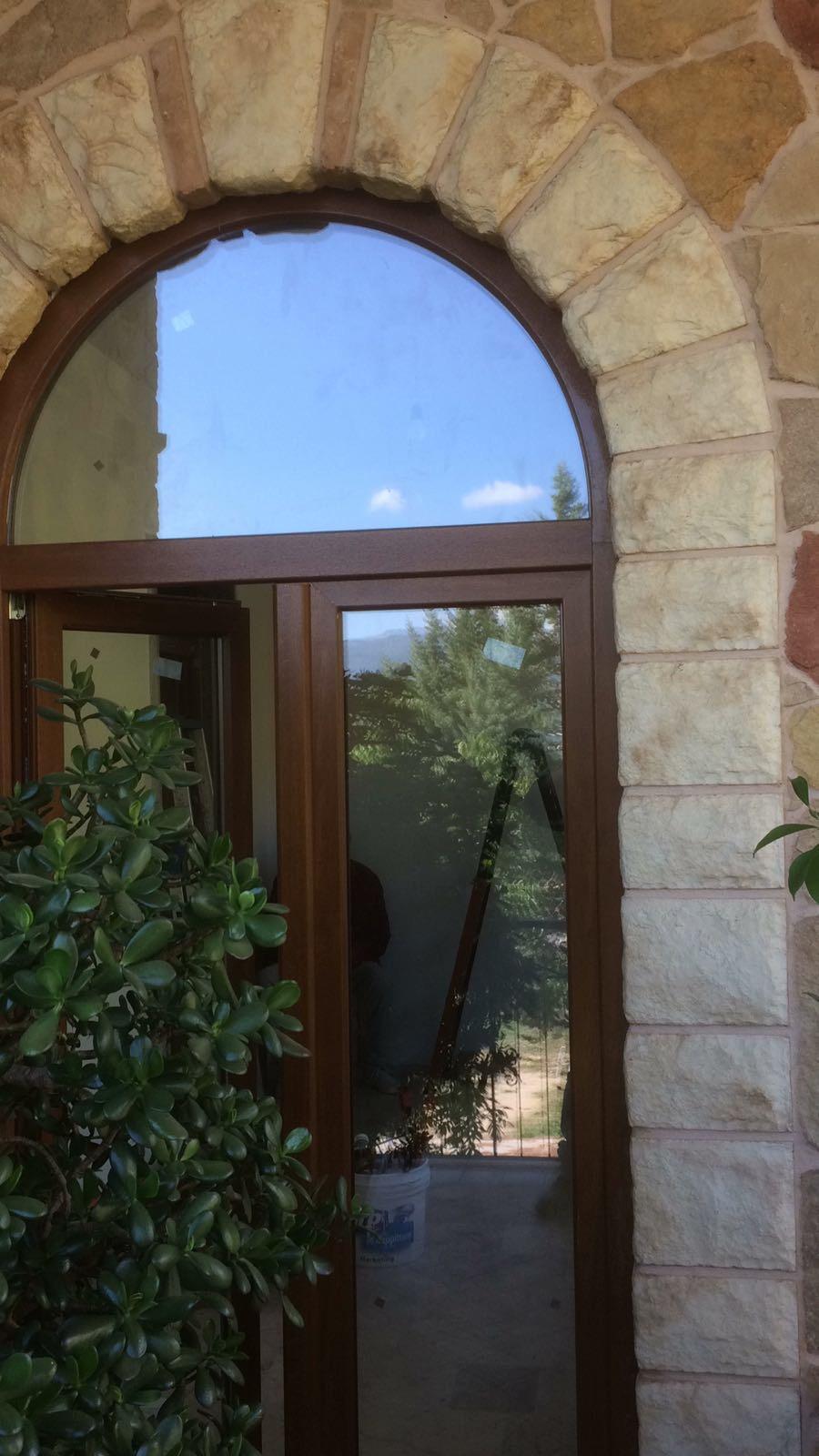 Portoncinoin vetro di PVC ad arco. ICRA SL70