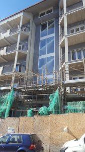 Serramenti esterni in PVC e facciata continua in alluminio a taglio termico