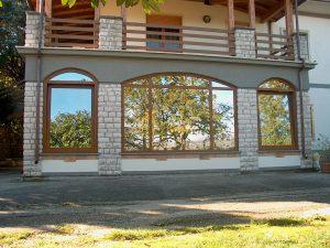 Vetrine ad arco realizzate in PVC con vetri Saint Gobain Cool-Lite