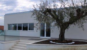 Portoncini di ingresso in vetro di alluminio, finestre a nastro in PVC. ICRA ST65 e ICRA SL70