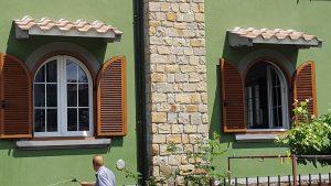 Monoblocchi persiana ad arco, finestre in PVC, persiane in alluminio rivestite