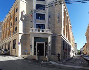 Realizzazione della sede regionale dell'INPS con sistema ICRA SC107, finestra in PVC con veneziana i