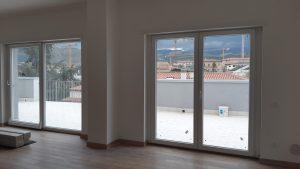 Vetrate in PVC scorrevole ed a battente per dare luce alla tua casa. Sistema ICRA SL 70